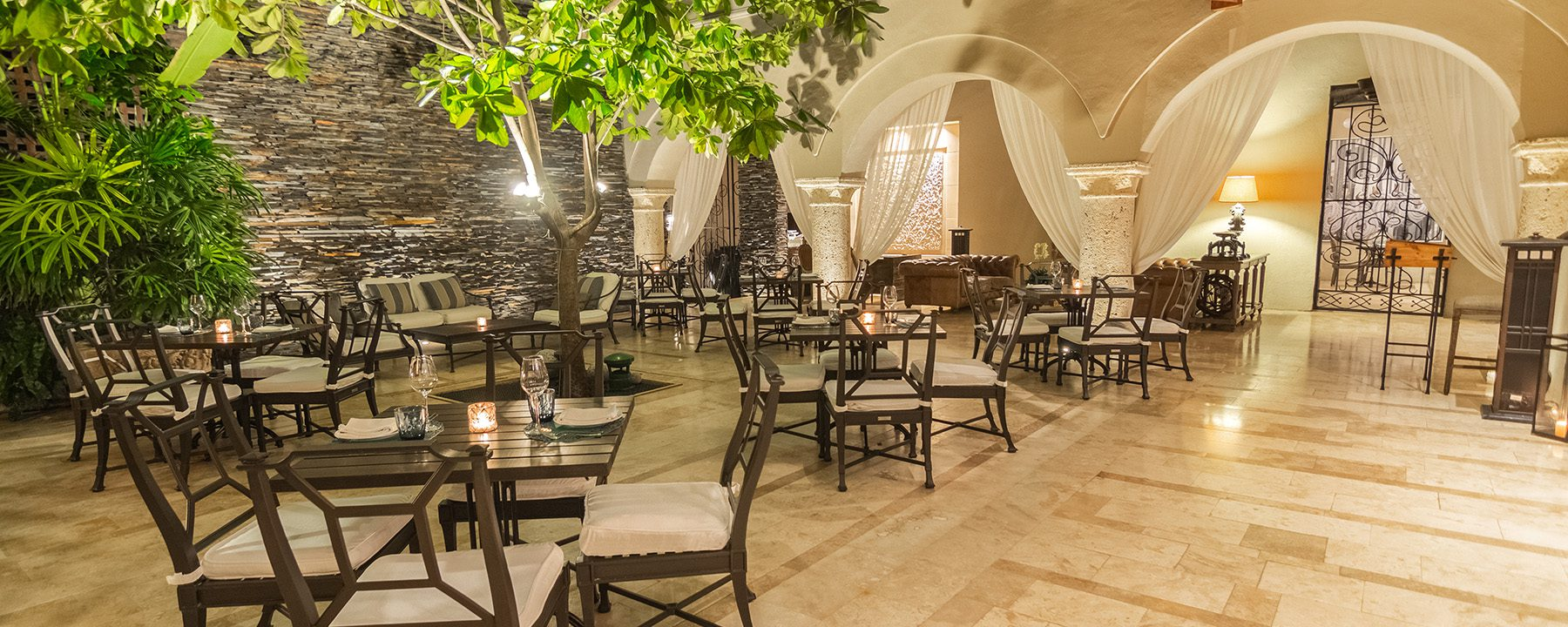 Bastion_Luxury_Hotel_Patio_3.1